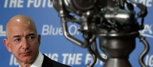 Blue Origin Moon Shot: Jeff Bezos Lays Out Plan For Lunar Deliveries - inquisitr.com