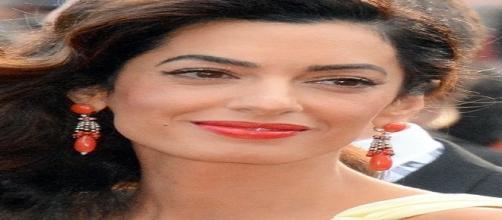 Gossip news, Amal Alamuddin: il look premaman