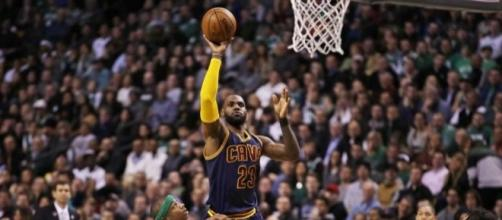 James' 36 points help Cavs take sole possession of 1st in East ... - sfgate.com