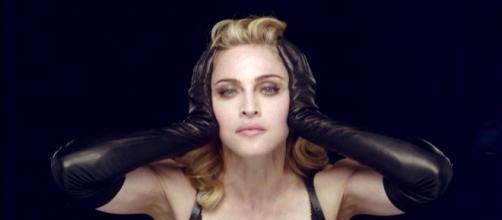 Madonna nos bastidores de Nobody Knows Me dirigido por Tom Munro