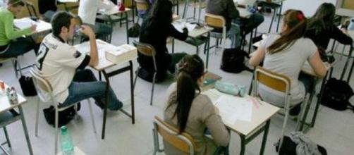 Studenti impegnati all'esame di maturità