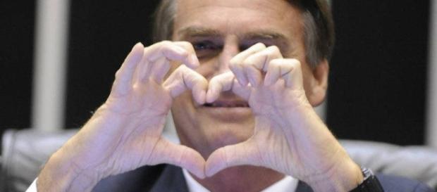 Bolsonaro tem apoio de grupo gay