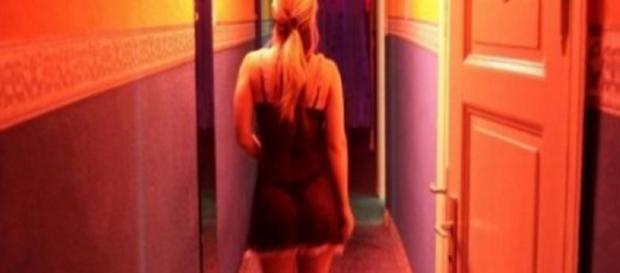Cantor contrata prostitutas só para olhá-las
