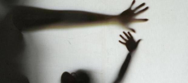 Em uma redação, uma das meninas relatou que estava infeliz, segundo a polícia