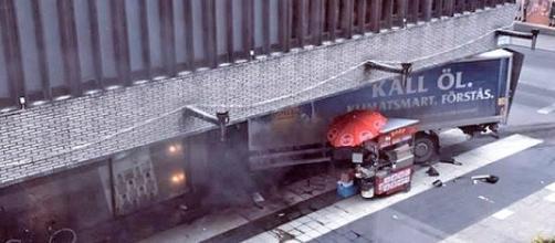 Le voleur du camion suédois a embarqué deux complices avant de le jeter sur la foule d'une rue piétonne de Stockholm