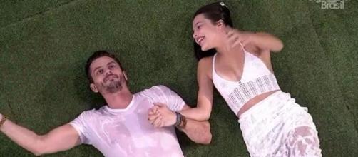 Marcos diz para Emilly que dá dinheiro para a TV Globo (Foto: Reprodução)