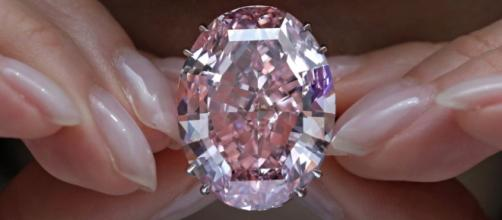 Pink Diamond Auctioned for Record $71.2M in Hong Kong - voanews.com