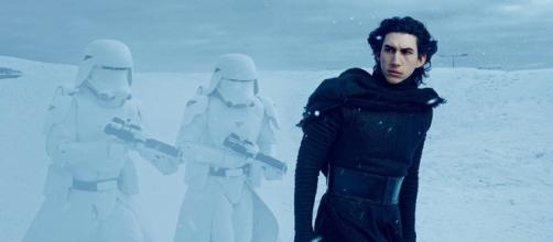 Star Wars: The Force Awakens Fan Theory - Is Kylo Ren Actually ... - overmental.com