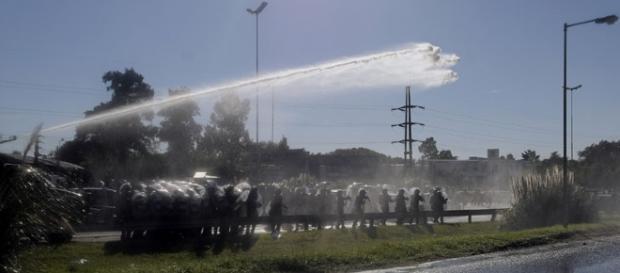 Fuerte represión de la Gendarmeria