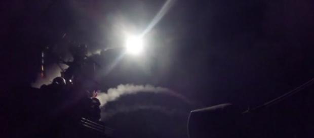 Tras los misiles enviados a la base aérea a Siria, se incrementa la tensión diplomática entre Rusia y EEUU (Captura pantalla - Depto. Defensa EEUU)
