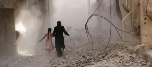 Attacco chimico in Siria, il video rivela una possibile farsa.
