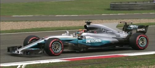 Hamilton, pole in Cina: è la 63^ in carriera.