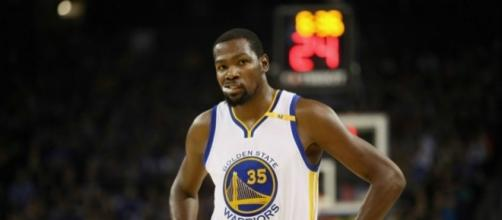 Kevin Durant is expected to return for the Warriors tonight against the Pelicans. [Image via Blasting News image library/inquisitr.com]