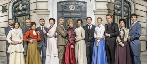 Los actores de Acacias 38 sonríen ante el éxito de la serie.