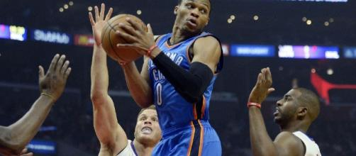 Westbrook became the second player in NBA history to average a triple-double for a season. [Image via Blasting News image library/inquisitr.com]
