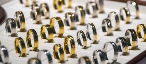 Jewelry/photo via Pixabay, public domain