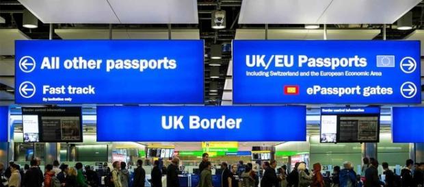 Lideri conservatori britanici cer înghețarea imigrației în UK