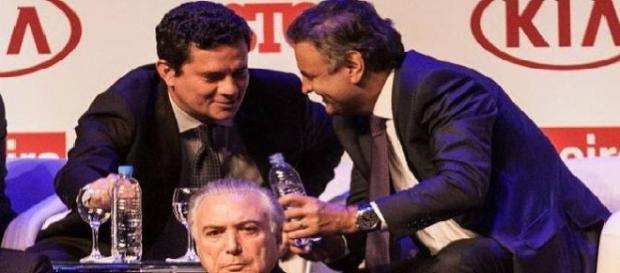 Sérgio Moro e Aécio Neves em momento de confraternização