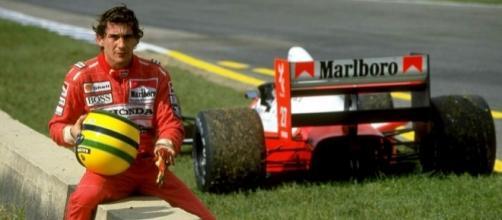 Ayrton Senna ritratto vicino alla sua monoposto