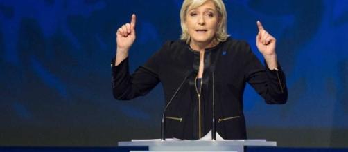 Opération séduction de Marine Le Pen dans la France périphérique