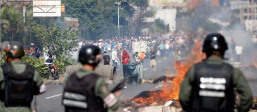 Venezuela, continuano le proteste con marce organizzate in occasione del primo maggio   Euronews - euronews.com