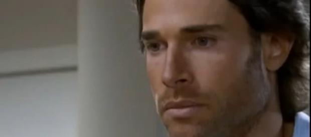 Alessandro se sente culpado por tentativa de suicídio de Maria