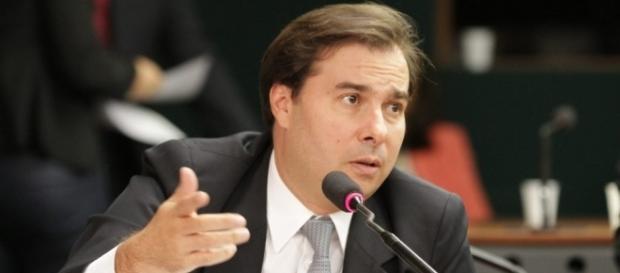 """Crimes não são """"relevantes"""" para Rodrigo Maia."""