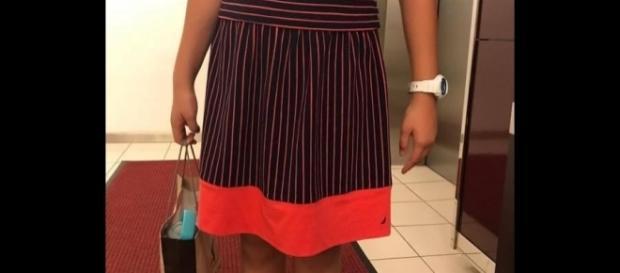 """Garota de 12 anos foi banida de competição de xadrez por usar este vestido, que foi considerado """"sedutor"""" e """"tentador"""" pelo diretor do torneio"""