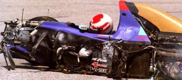 Imagem do carro destruído de Ratzenberger chocou a todos