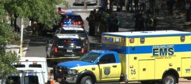 Equipe médica prestando socorro às vítimas do ataque (Fonte: Tamir Kalifa/Austin American-Statesman via AP)