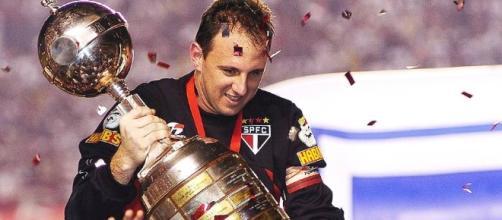 Ceni tem o dobro de títulos pelo São Paulo