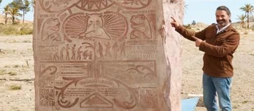 O portal 9GAG enterrou monólito com memes em deserto não revelado. Foto: Reprodução/Twitter.