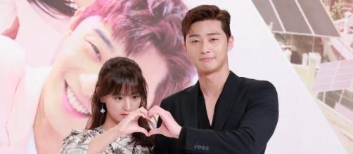 Park Seo Joon and Kim Ji Won (via Korean Broadcasting System [KBS])