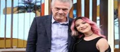 Cantora deu entrevista no programa do Bial