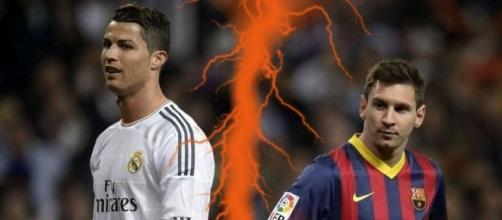 Cristiano Ronaldo y Leo Messi en uno de sus enfrentamientos