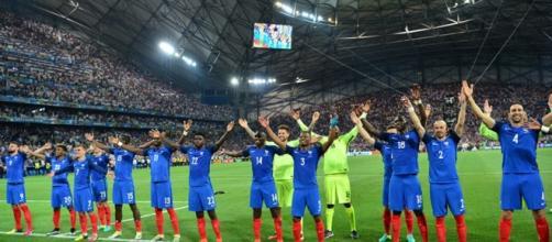 """Euro 2016 : Quand l'équipe de France reprend le """"clapping ... - programme-tv.net"""