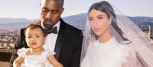 Kim Kardashian com Kanye West e a filha North, em 2014