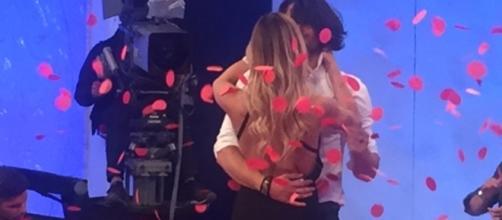 Luca Onestini abbraccia Soleil dopo la scelta