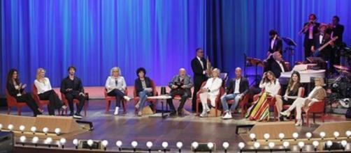 Maurizio Costanzo ha ballato il cha cha cha nel corso della puntata dell'undici maggio