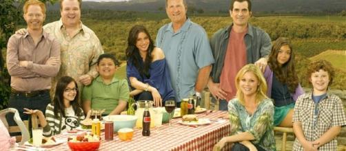 'Modern Family' isn't going anywhere yet. Drama gets two-year renewal on ABC. (Photo via - toledoblade.com)