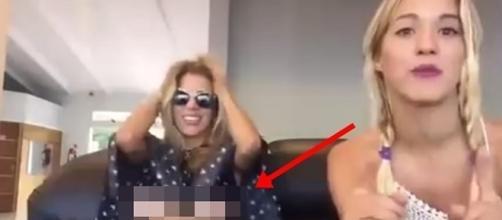 Peitos de jovem acabou ficando expostos durante entrevista no Youtube