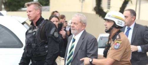 """""""Policial gato"""" que escoltou Lula em Curitiba cai nas graças da internet, mas notícia também recebe críticas (Foto: Reprodução/Google)"""