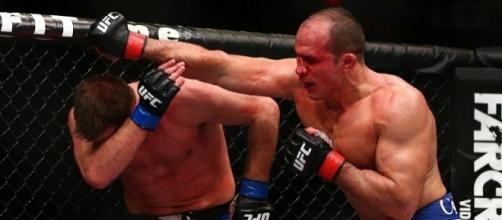 Stipe Miocic versus Junior dos Santos UFC 211 [Image Credit: Twitter/UFC]
