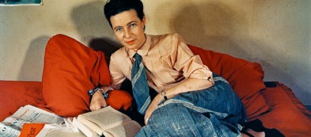 Simone de Beauvoir, famosa por su obra y legado cultural.