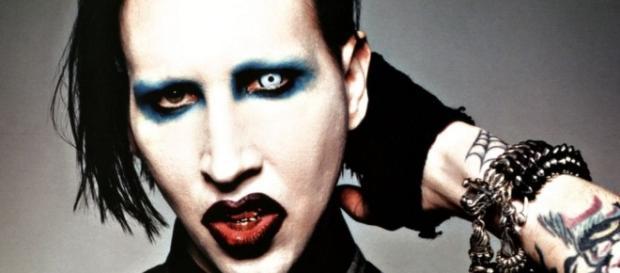 Marilyn Manson, alias Brian Hugh Warner. È cambiato il titolo del suo nuovo album: da SAY10 a Heaven's Upside Down
