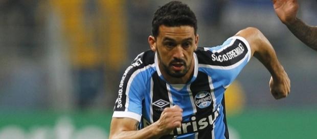 Edílson, lateral-direito do Grêmio