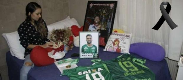 Esposa do jogador Arthur Maia, que faleceu no trágico acidente aéreo, ainda está em depressão.