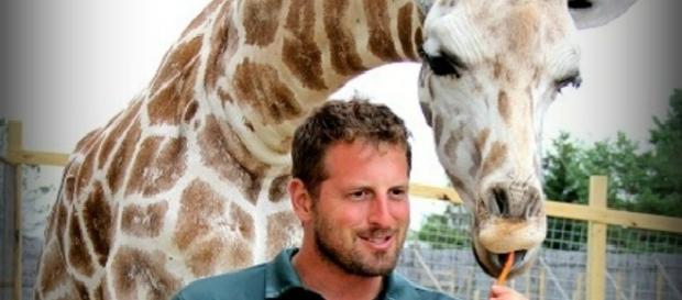 Jordan Patch sheds light on April the giraffe and Tajiri / Animal Adventure Park - aprilthegiraffe.com