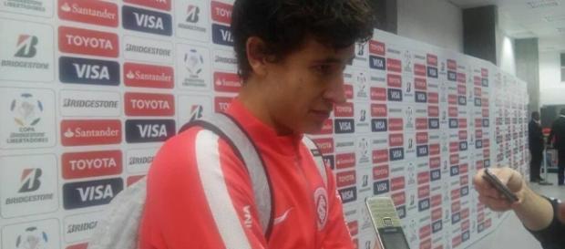 Rodrigo Dourado durante entrevista na zona mista - Vitor de Arruda Pereira