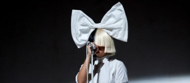Sia: talentosa e excêntrica no palco
